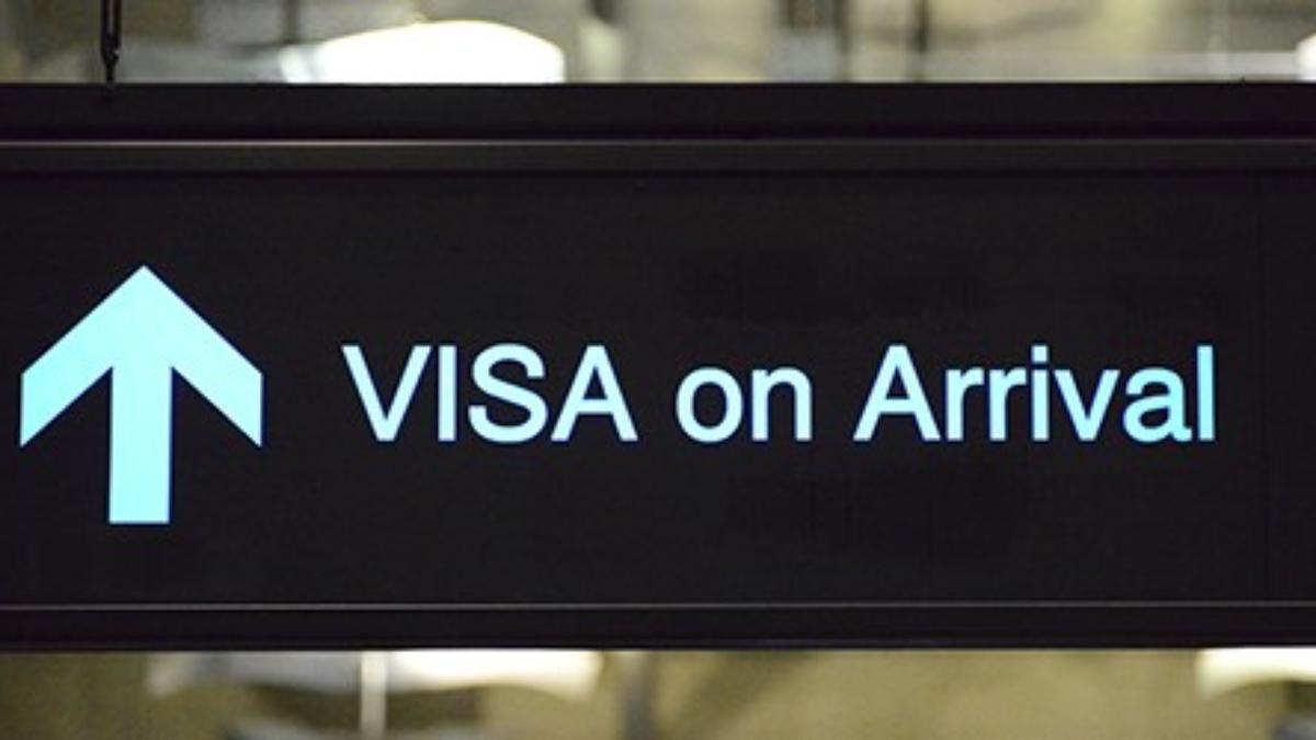 Bang Phli District, Samut Prakan Province, Thailand: visa on arrival sign - Suvarnabhumi Airport, aka as New Bangkok International Airport - photo by M.Torres